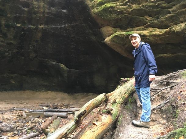 hocking hills hiking trail with Glen